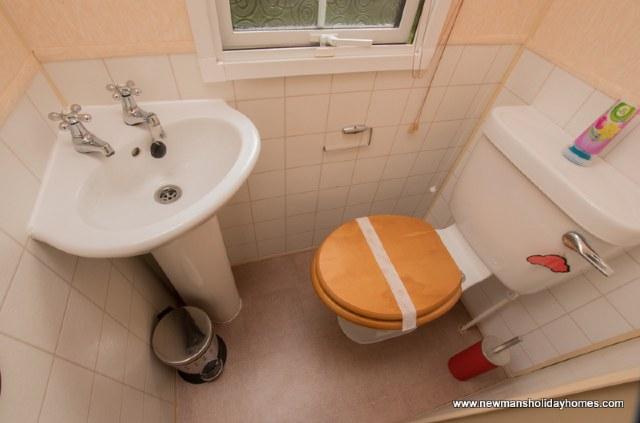 D14 - Separate toilet from shower room