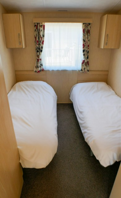 410 - Twin bedroom